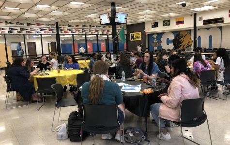 Here teachers and students invited to the Women in Arts Luncheon are eating and having table discussions before the activities start.  Photo Credits: Vrunda Raj