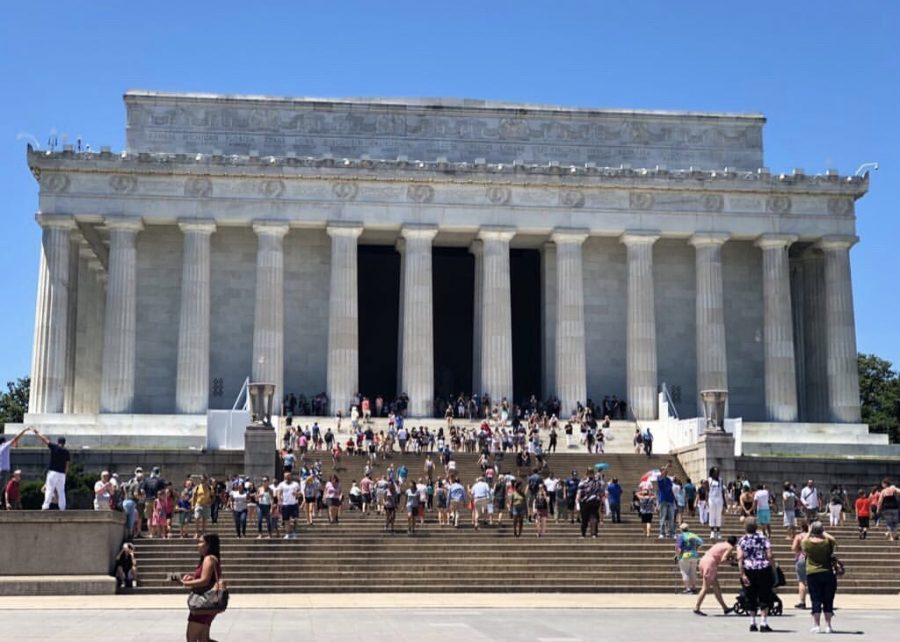 Lincoln+Memorial+Steps%3A%0AHere+Freshman+Vrunda+Raj+is+taking+pictures+of+Lincoln+Memorial+when+filled+with+multiple+tourists+on+a+Sunday.%0APhoto+Credits%3A+Vrunda+Raj